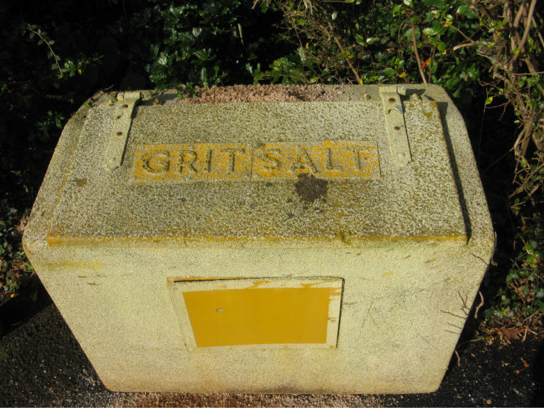 Roadside grit and sal bin